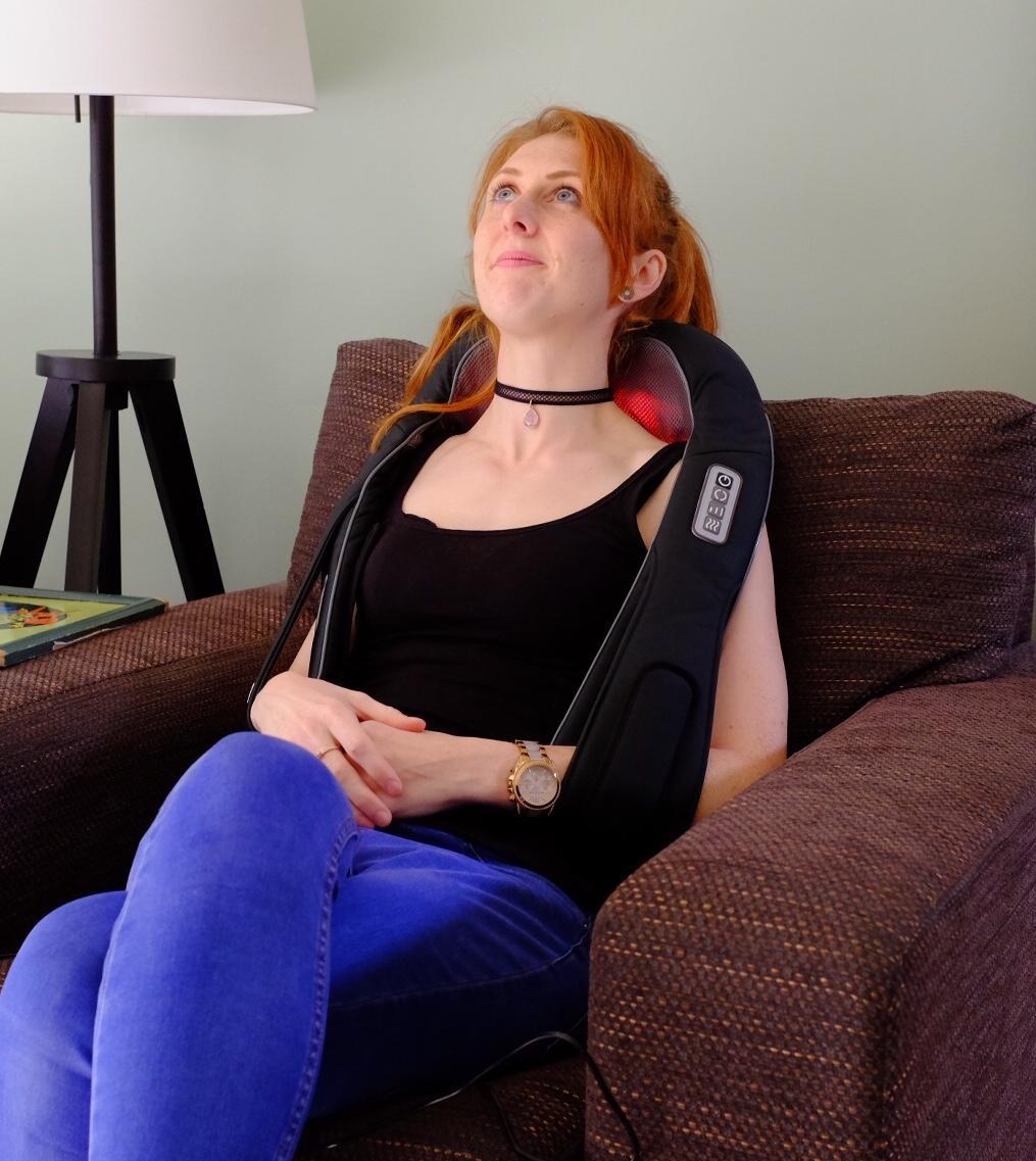 Using the Naipo Shiatsu Neck & Shoulder Massager