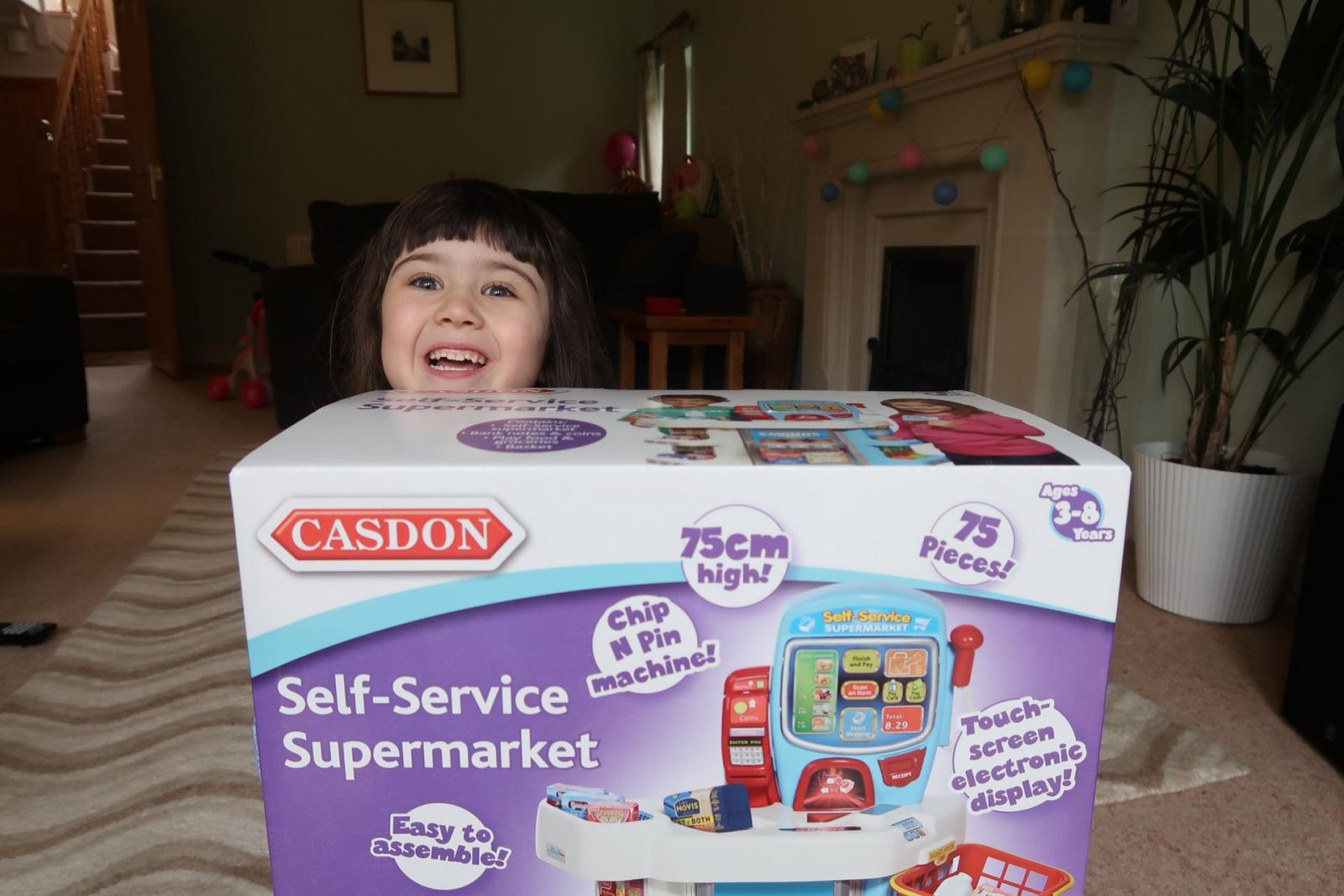 casdon self service supermarket girl with the box