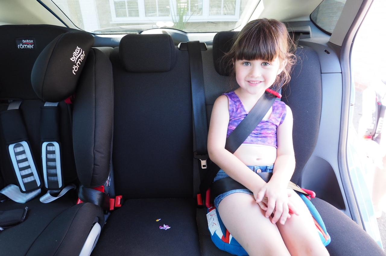 child using bubblebum inflatable booster seat