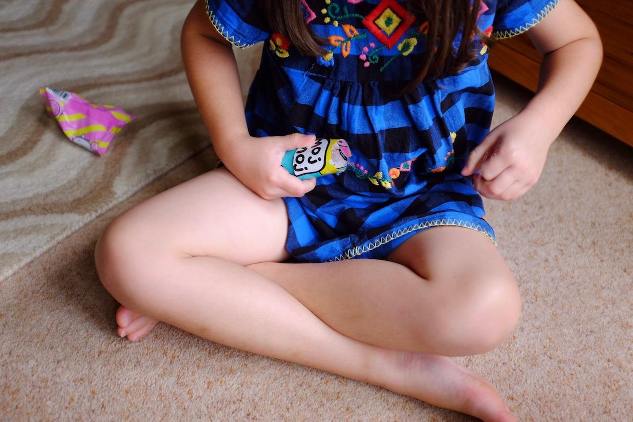girl opening a moj moj