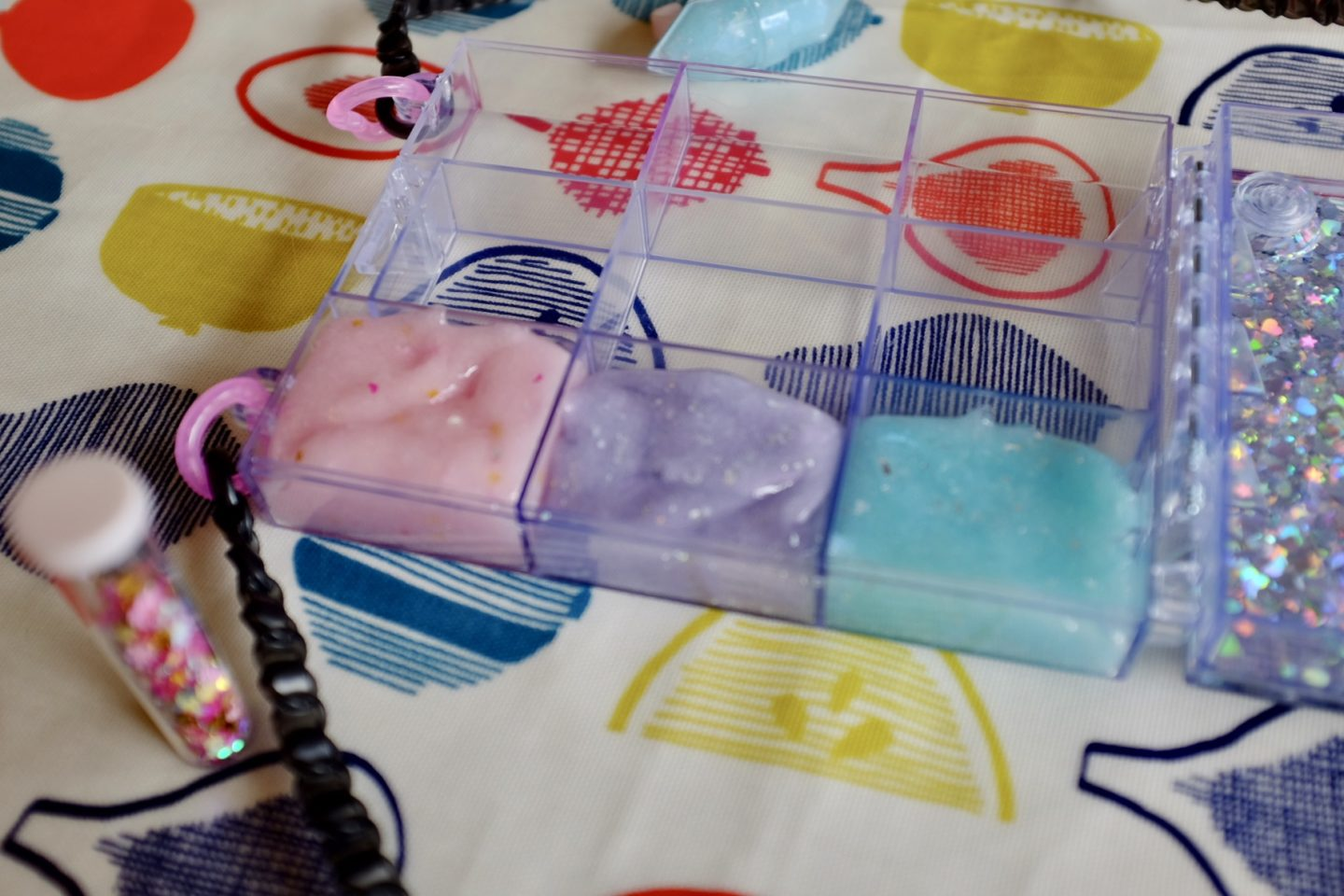 adding slime to the purse from the glam goo deluxe kit slime