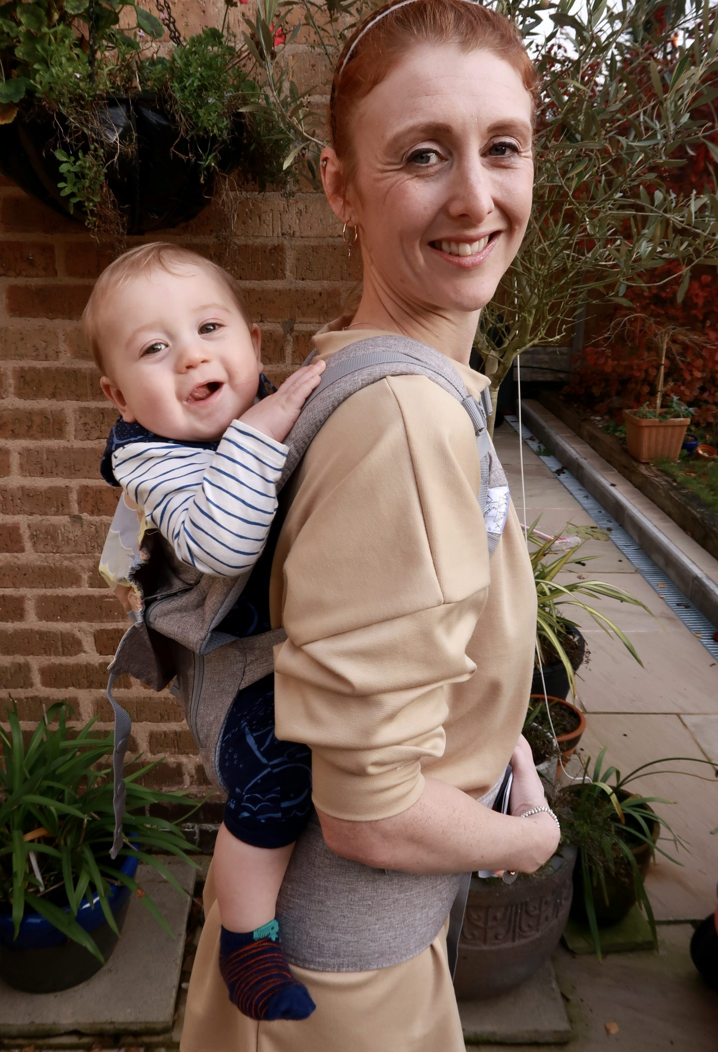 Lictin baby carrier mum with baby on her back