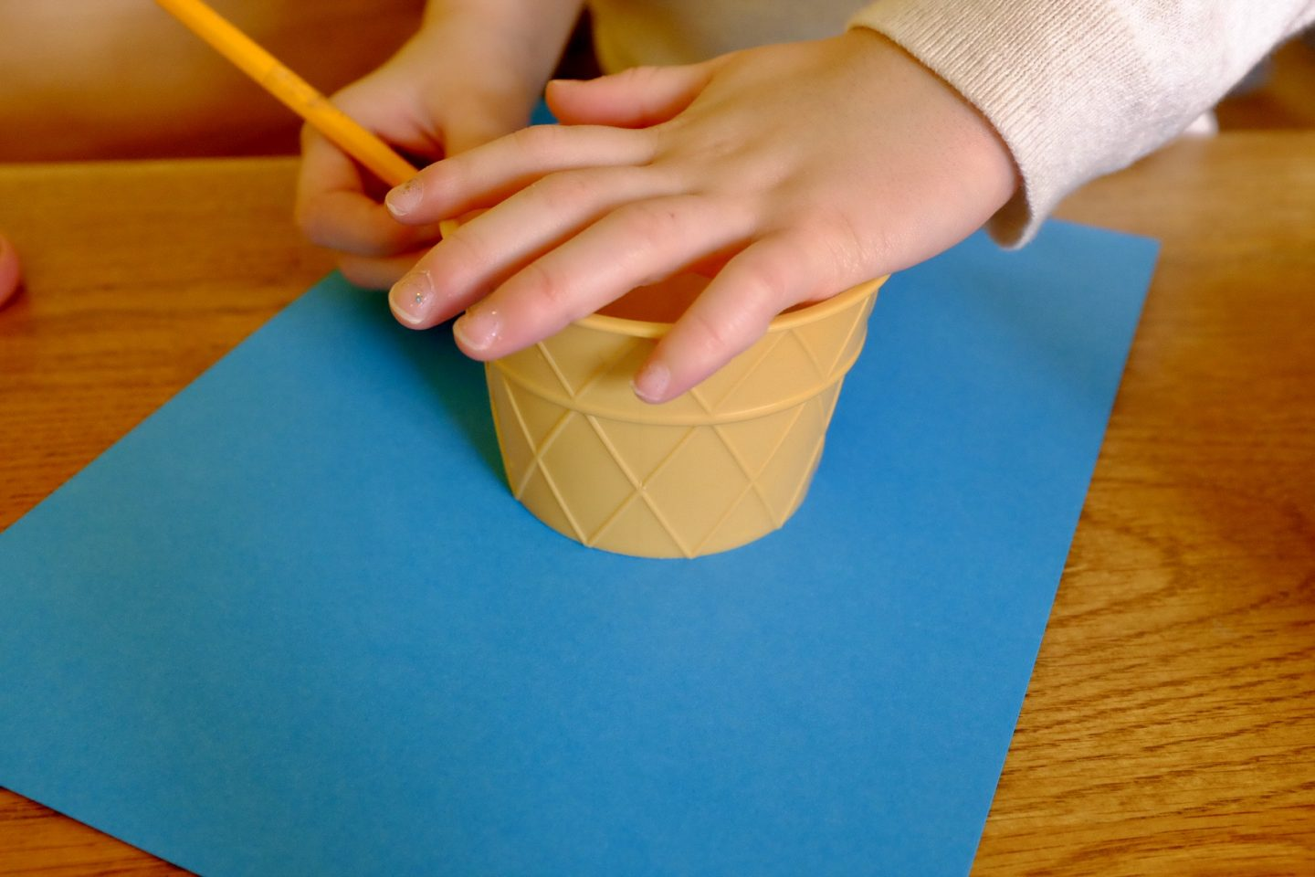drawing around a cup book crafts for world book day