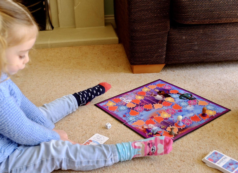 girl playing frozen 2 games