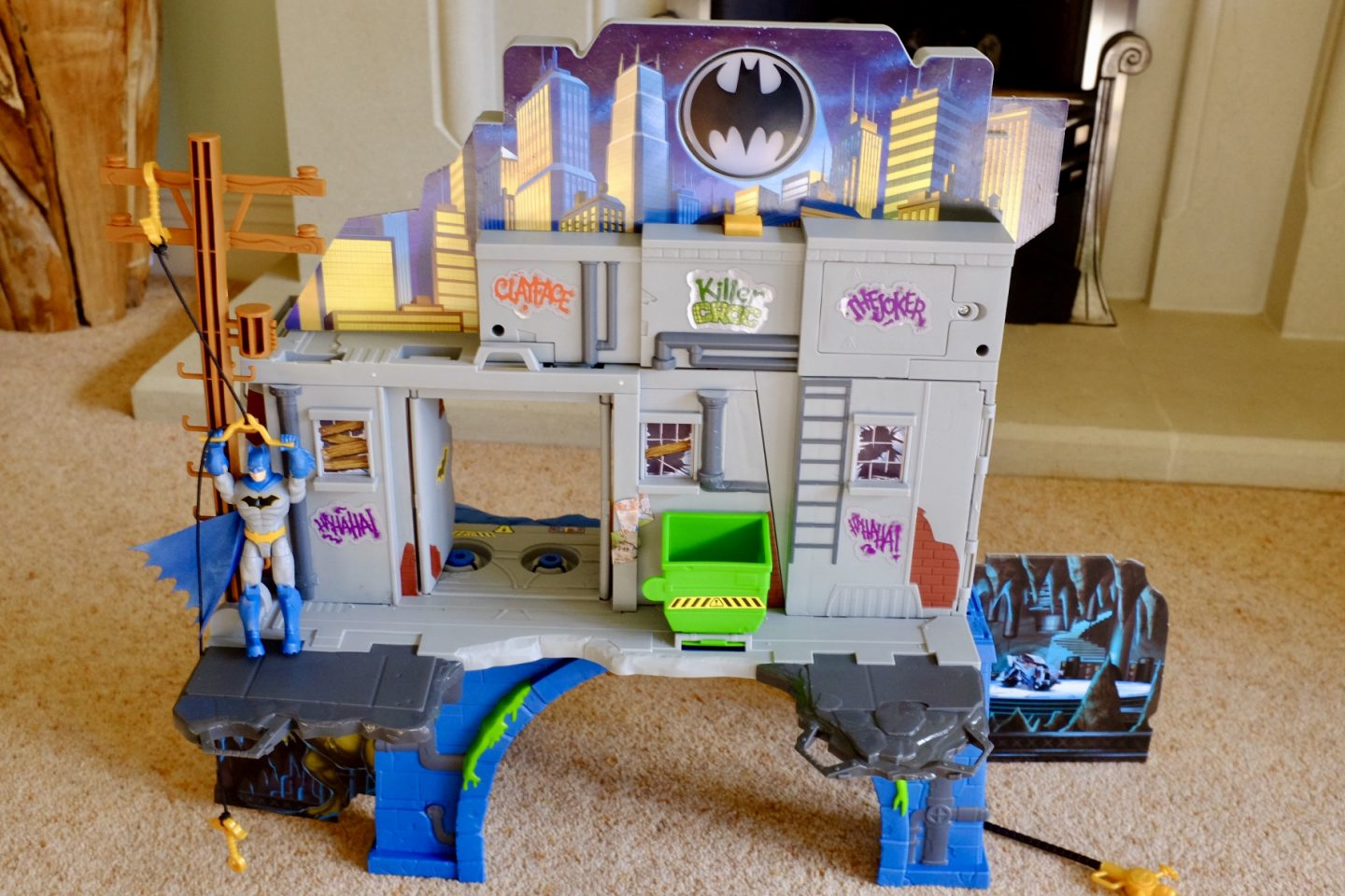BATMAN Mission Batcave  Gotham City