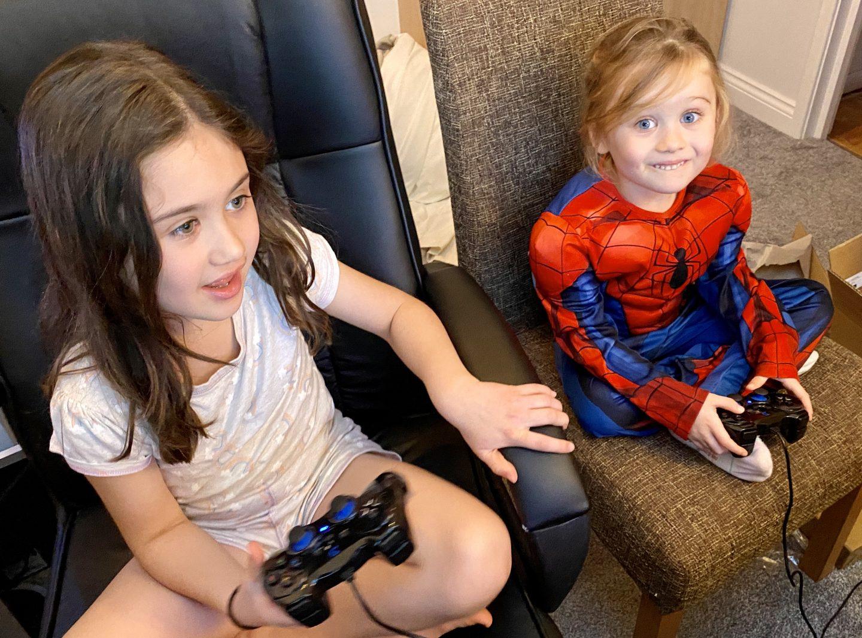 girls gaming