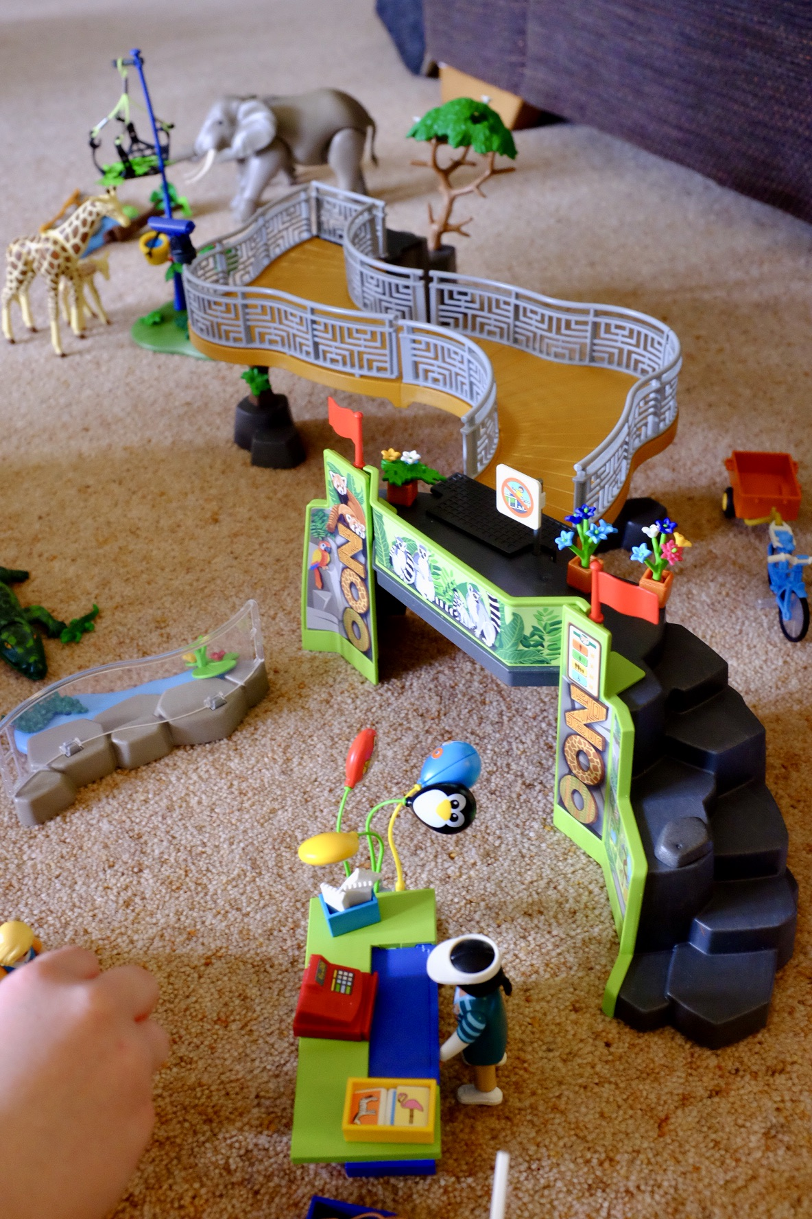 all set up Playmobil Family Fun Large City Zoo