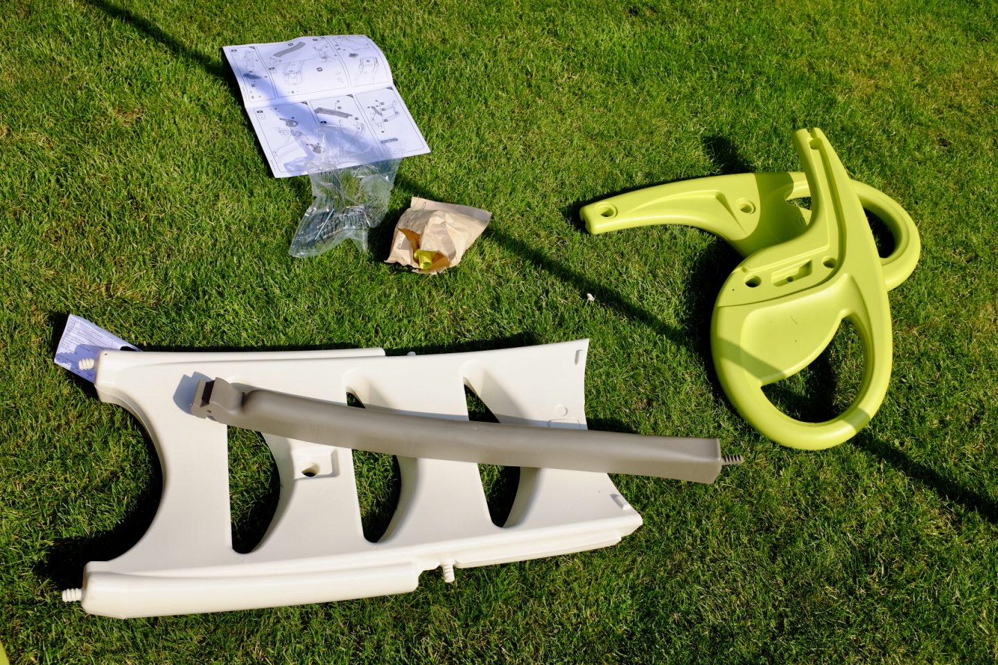 Parts of the Smoby KS kids slide before assembly