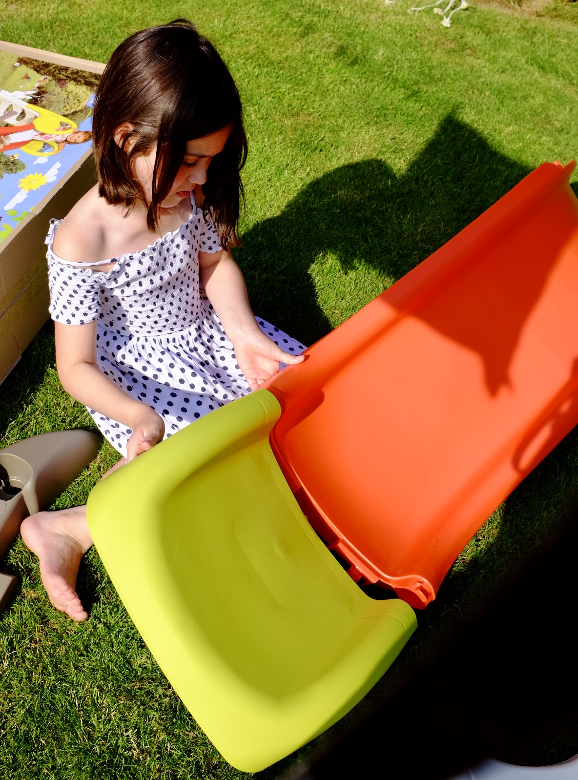 girl helping to assemble to Smoby KS kids slide